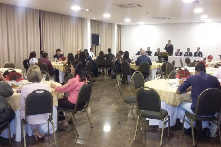 (Português do Brasil) Jantar em Patos de Minas (MG) Capítulo 368 (01/12)