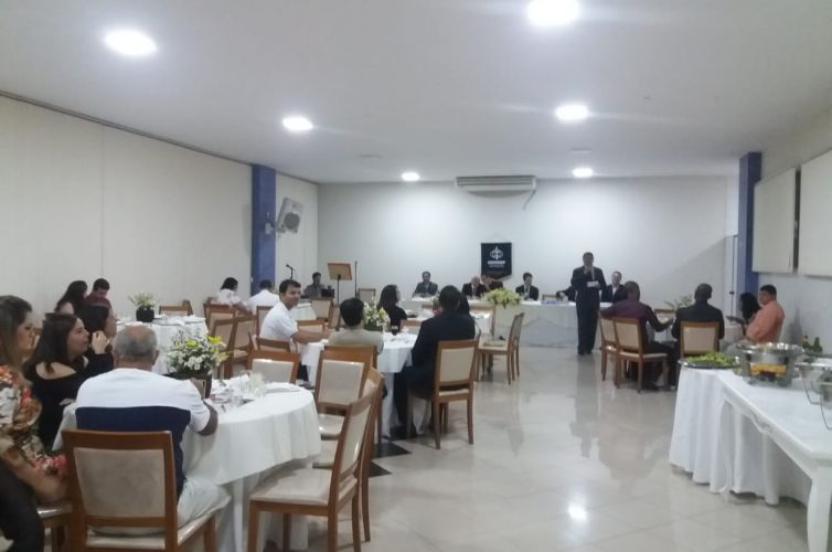 (Português do Brasil) Jantar em Caratinga (MG) Capítulo 071 (01/12)