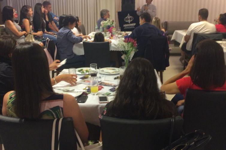 (Português do Brasil) Evento do Apoio Jovem em Itajaí (SC) Capítulo 034 (06/04)