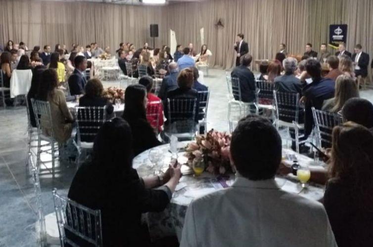 (Português do Brasil) Jantar em Inhapim (MG) Capítulo 843 (08/08)