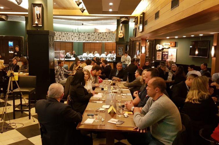 (Português do Brasil) Jantar em Porto Alegre (RS) Capítulo 004 (12/08)