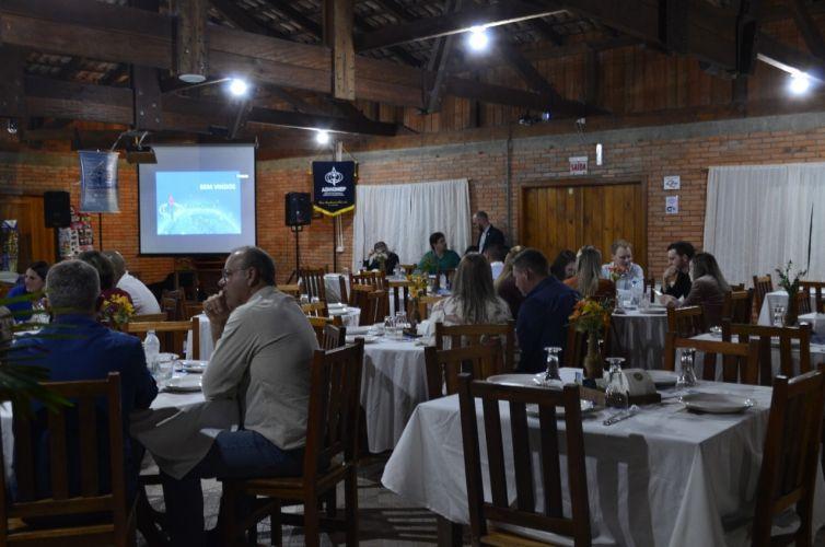 (Português do Brasil) Jantar em Agrolândia (SC) Capítulo 395 (09/08)