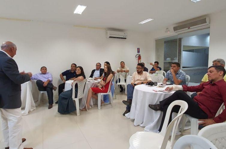 (Português do Brasil) Jantar em Quixeramobim (CE) (07/10)