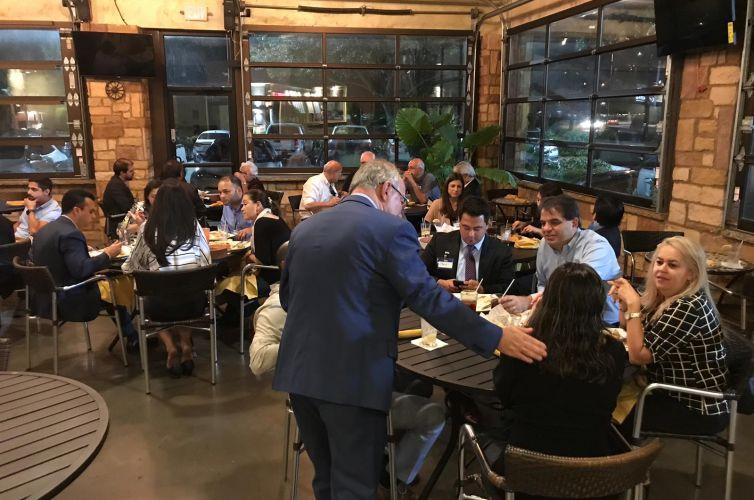 (Português do Brasil) Jantar em Katy, Texas (08/10)