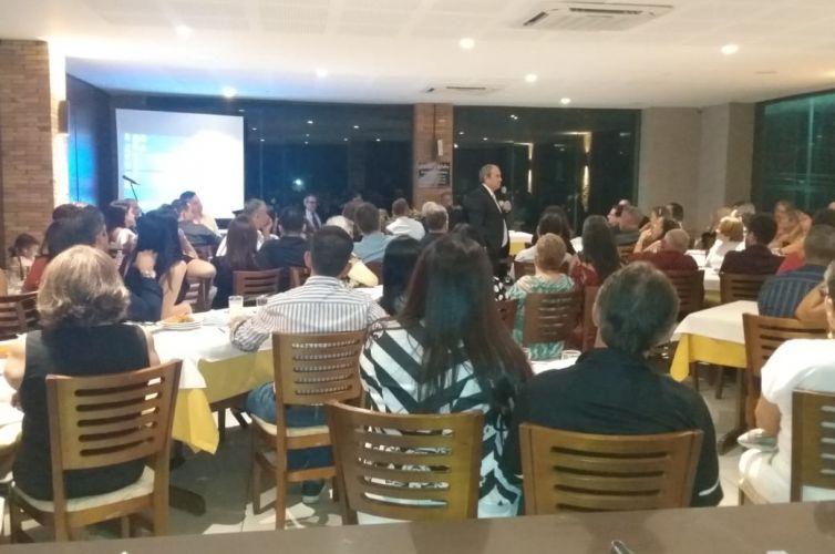 (Português do Brasil) Jantar em Maceió (AL) Capítulo 027 (05/10)