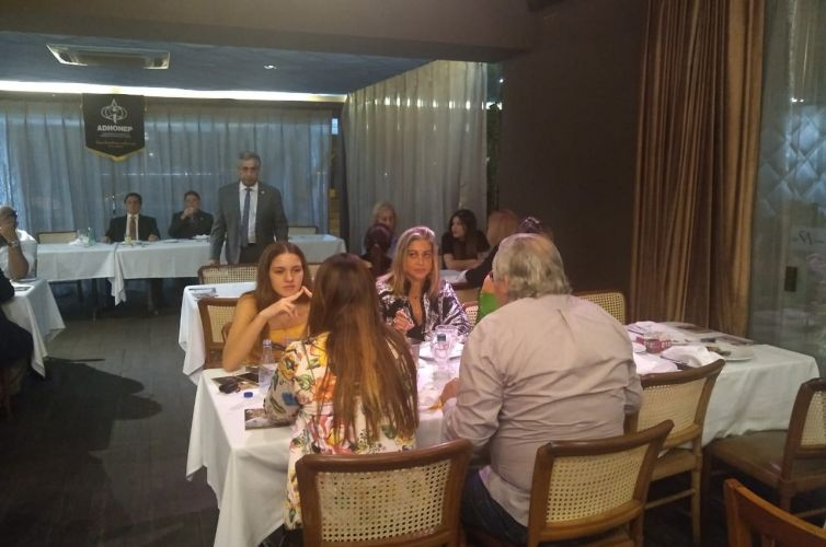(Português do Brasil) Jantar em Niterói (RJ) Capítulo 002 (09/12)