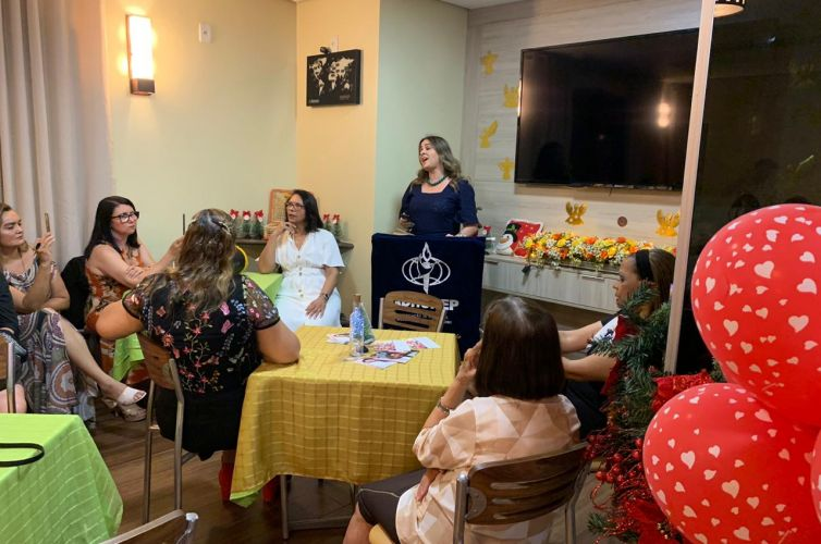 (Português do Brasil) Happy Hour do Apoio Feminino em Recife (PE) Capítulo 099 (11/12)