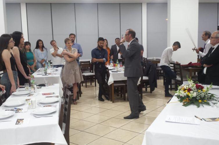 (Português do Brasil) Jantar em Erechim (RS) Capítulo 028 (10/12)
