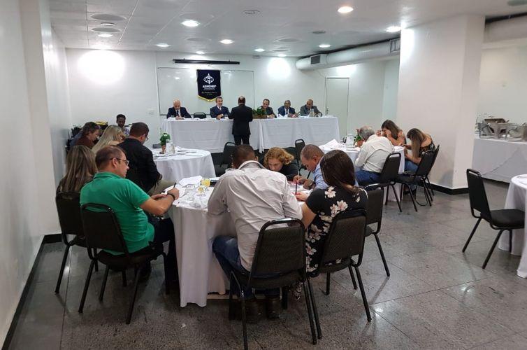 (Português do Brasil) Jantar em Belo Horizonte (MG) Capítulo 184 (14/03)