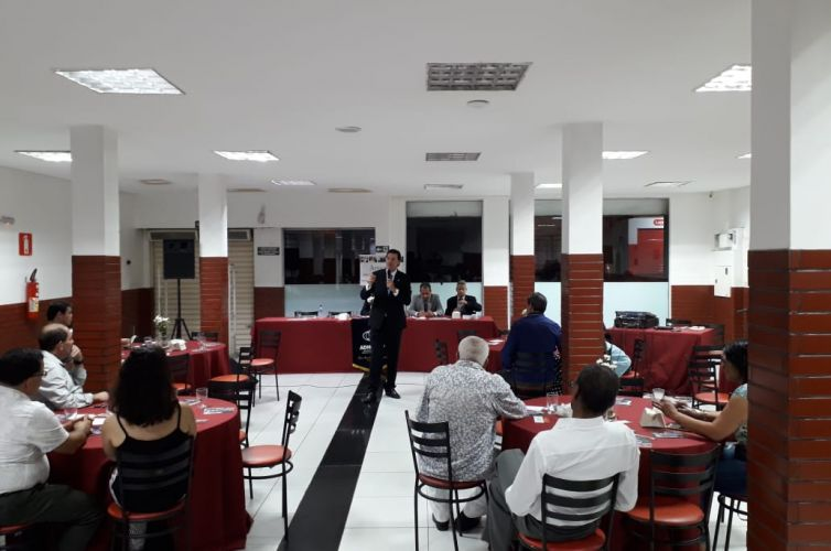 (Português do Brasil) Jantar em Teófilo Otoni (MG) Capítulo 011 (14/03)