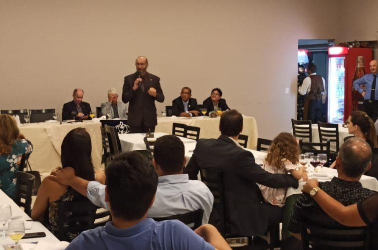 (Português do Brasil) Jantar em Cuiabá (MT) Capítulos 133 e 1000 (18/03)