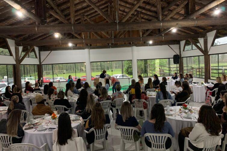 Chá em Joinville (SC) Capítulo 017 (03/10)