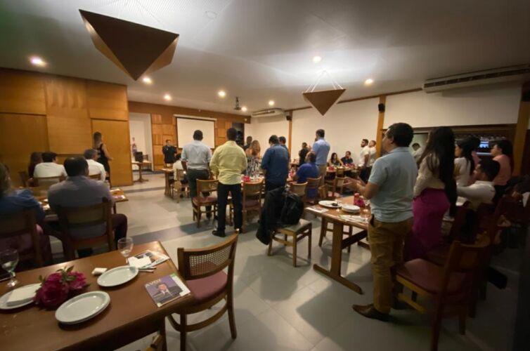 (Português do Brasil) Jantar no Rio de Janeiro (RJ) Capítulo 001 (17/11)