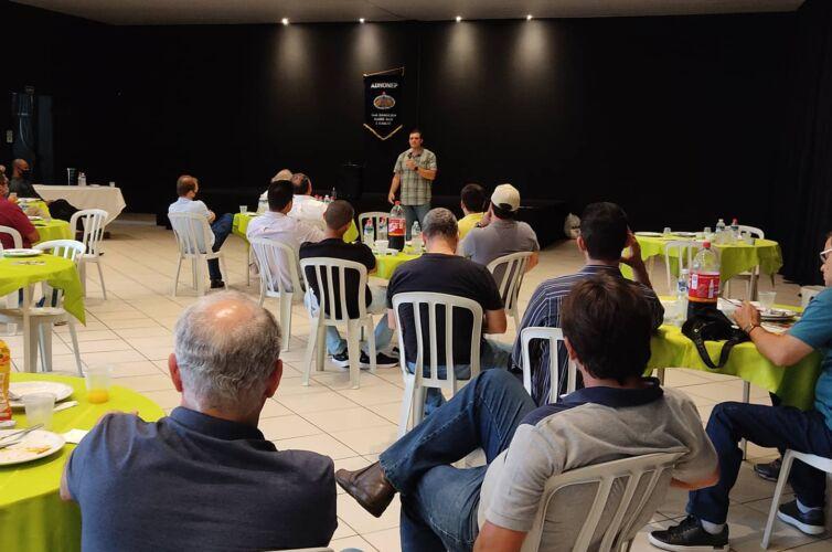 (Português do Brasil) Almoço em Londrina (PR) Capítulos 030 e 1039 (28/11)
