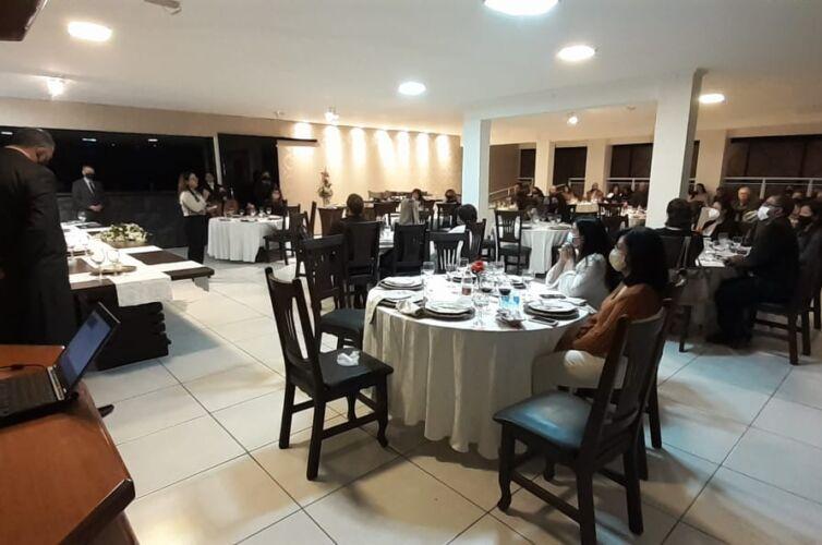 (Português do Brasil) Jantar em Marília (SP) Capítulo 148 (12/06)