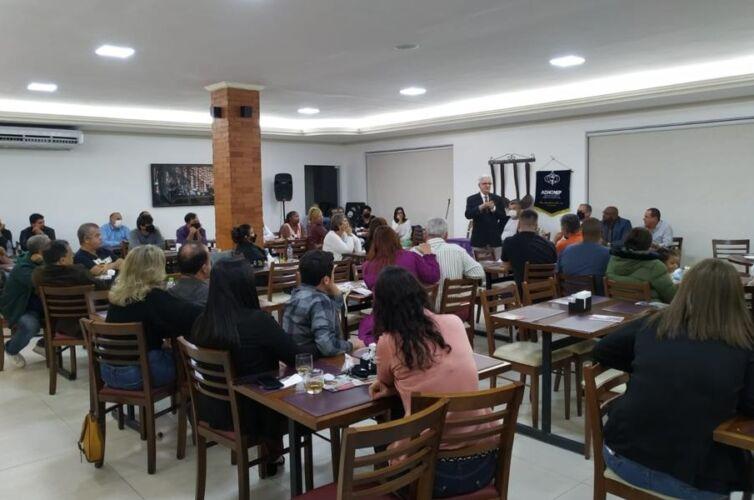 (Português do Brasil) Jantar em Itaboraí (RJ) Capítulo 157 (12/07)