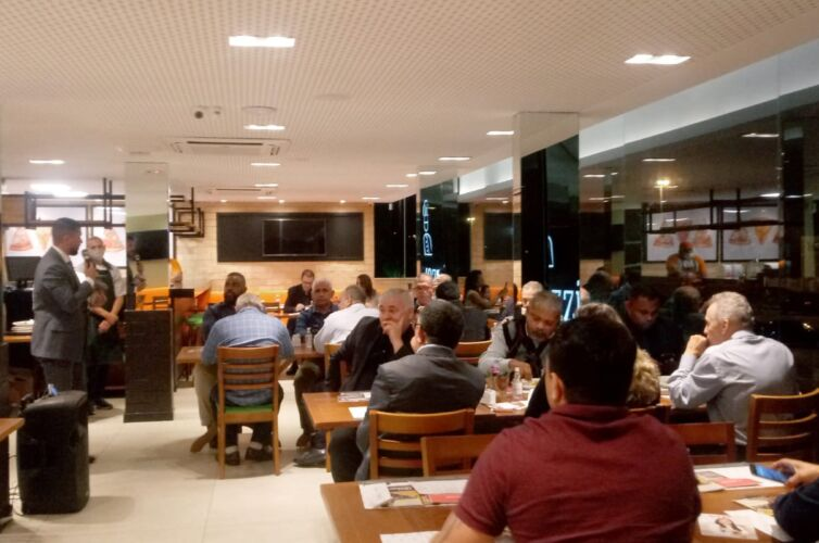 (Português do Brasil) Jantar no Recreio dos Bandeirantes, Rio de Janeiro (RJ) Capítulo 789 (10/08)